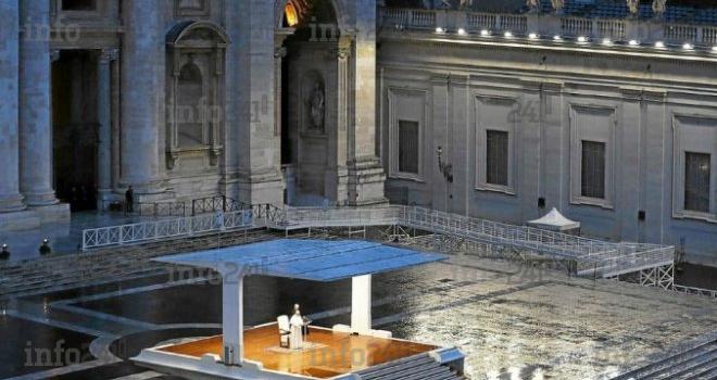 Coronavirus: seul sur la place Saint-Pierre, le pape François appelle les chrétiens à la foi
