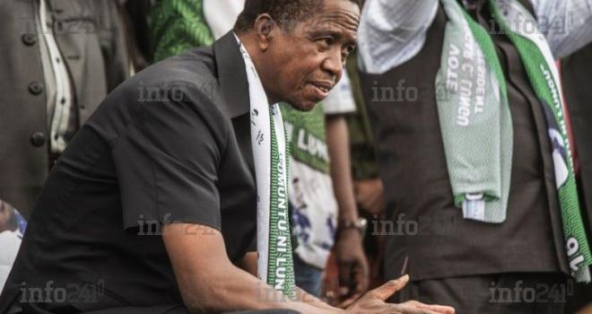 Zambie: le président Lungu s'écroule devant ses troupes lors d'une cérémonie officielle