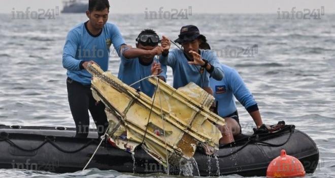 Indonésie: un Boeing s'écrase en mer avec 62 personnes à bord dont 10 enfants