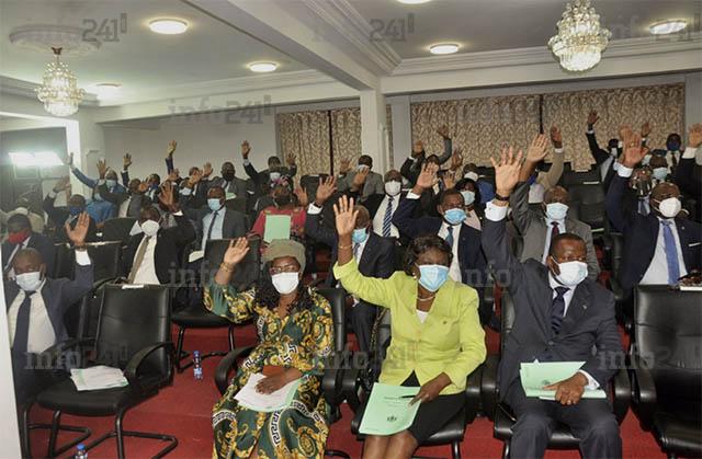 Sans broncher, les députés gabonais valident la prolongation de l'état d'urgence sanitaire