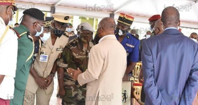 Préparatifs du 17-Août: Ali Bongo aperçu avec des commandants de l'armée gabonaise