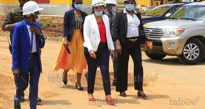 Madeleine Berre sur le chantier du futur centre de formation professionnelle de Nkok
