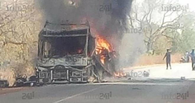 Burkina Faso: 14 personnes dont 7 élèves tuées à bord d'un bus par un engin explosif improvisé