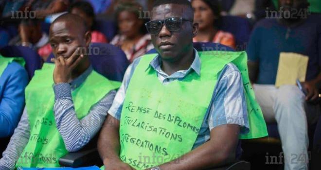 La ministre gabonaise de la Fonction publique prend langue avec les grévistes